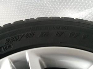 """""""ZR"""" - высокоскоростные шины, может эксплопитроваться на скости свыше 240 км/ч."""